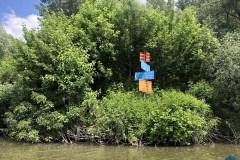Útjelző táblák a tavon