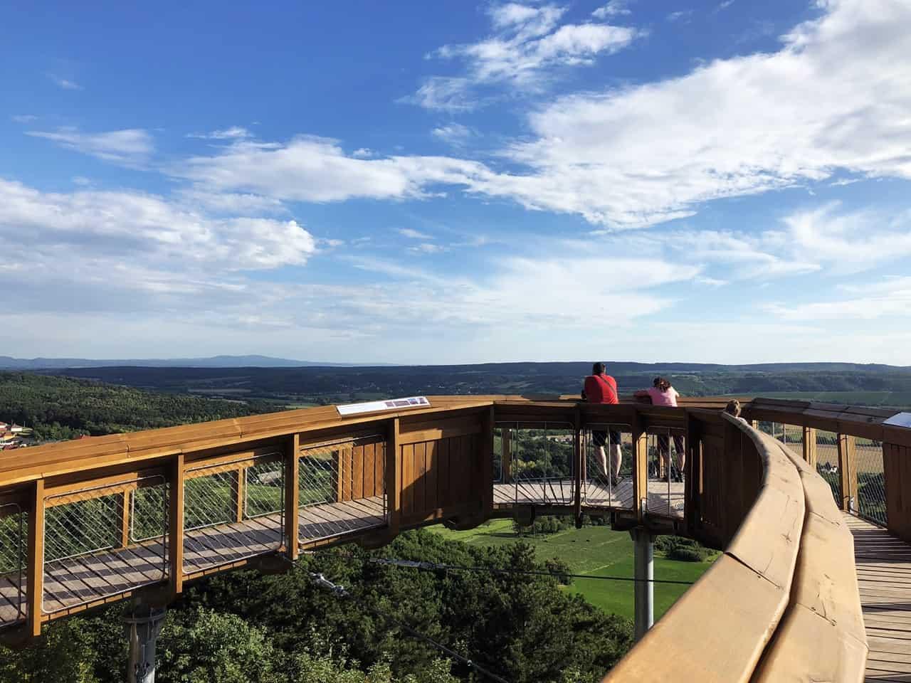 Lombkoronasétányok és -tanösvények Magyarországon - kirándulás méterekkel a föld felett