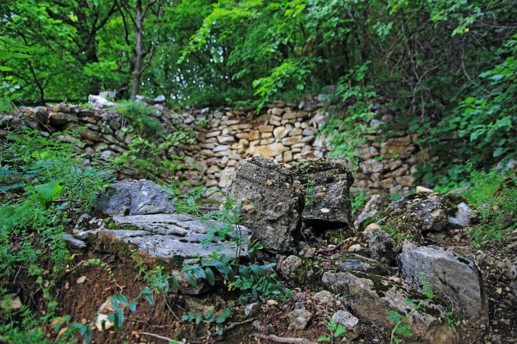 Bél-kő hegy, Bélapátfalvi Ciszterci Apátság és az Apátsági gyalogösvény
