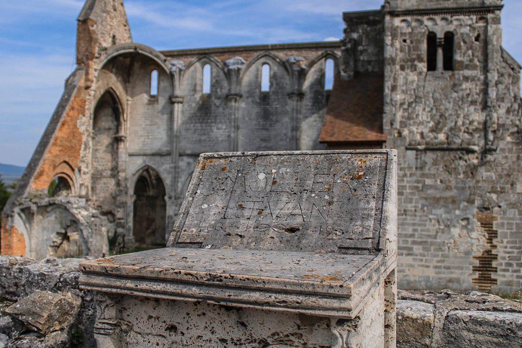 Zsámbéki romtemplom -  középkori műemlék Pest megyében