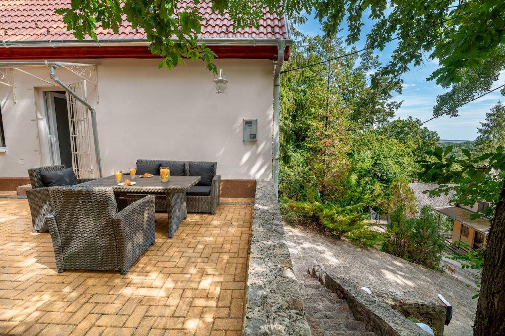 Édenkert Noszvaj – Pezsgőfürdős erdei ház a romantika kedvelőinek