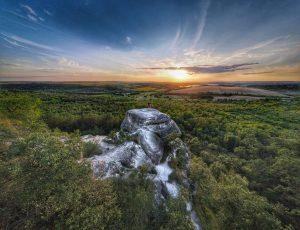 Nyakas-kő, Biatorbágy – sziklakaland a Budai-hegységben