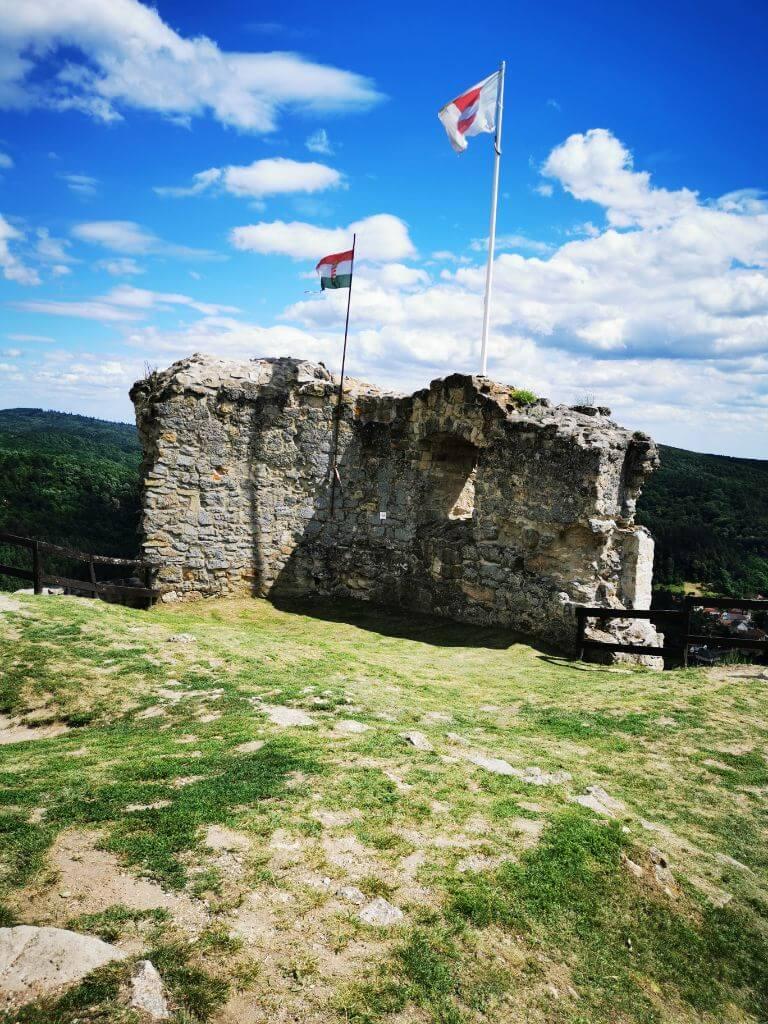 Siroki vár - középkori vár a Mátrában