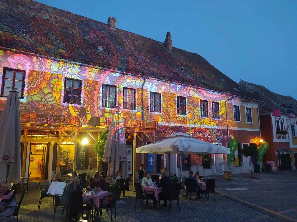 Szentendre Éjjel-Nappal: nyárzáró fényfestés a belvárosban