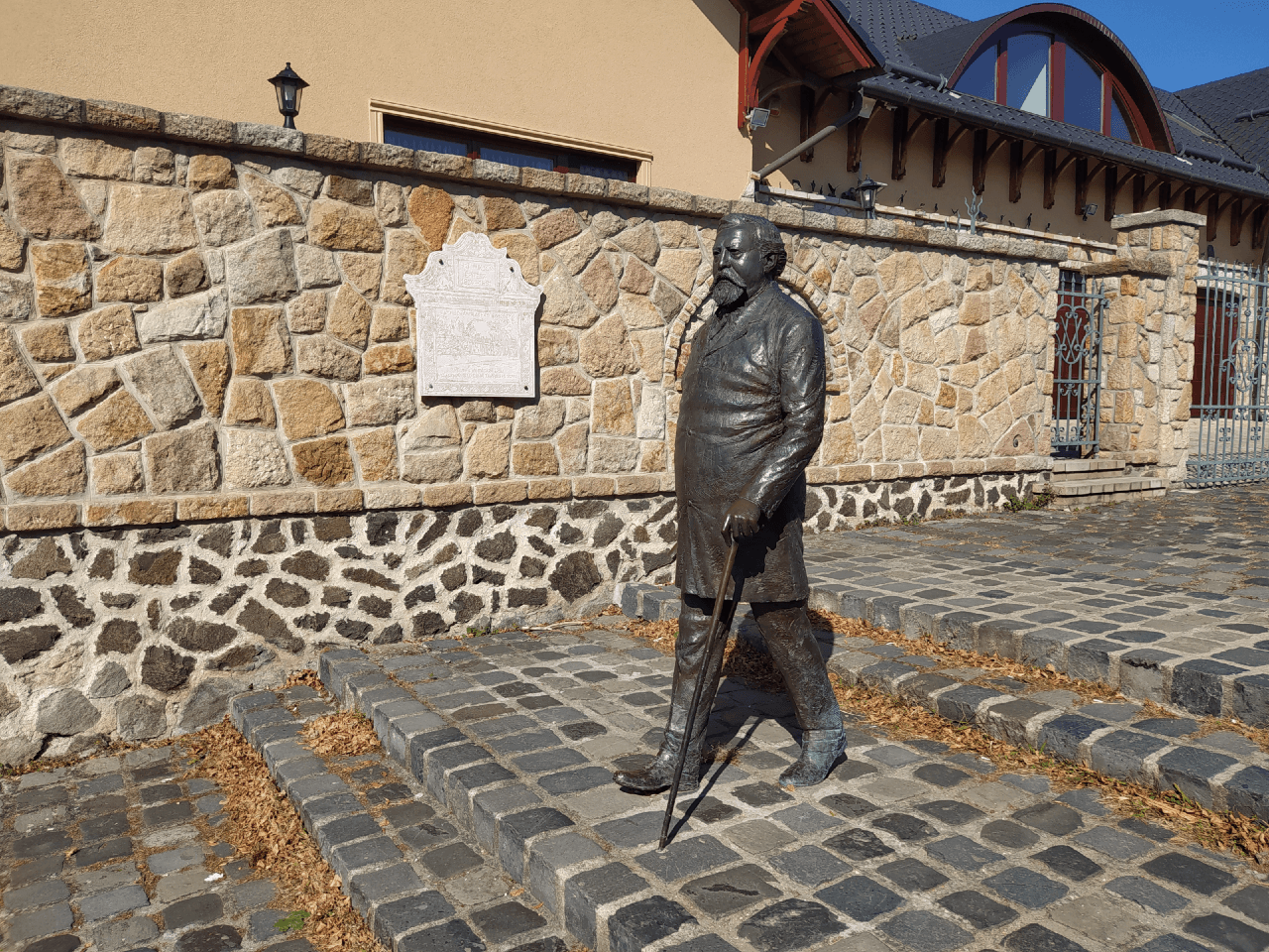 Ybl Miklós szobra